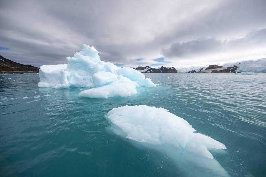 O verão antártico é marcado por paisagens de gelo solto no mar