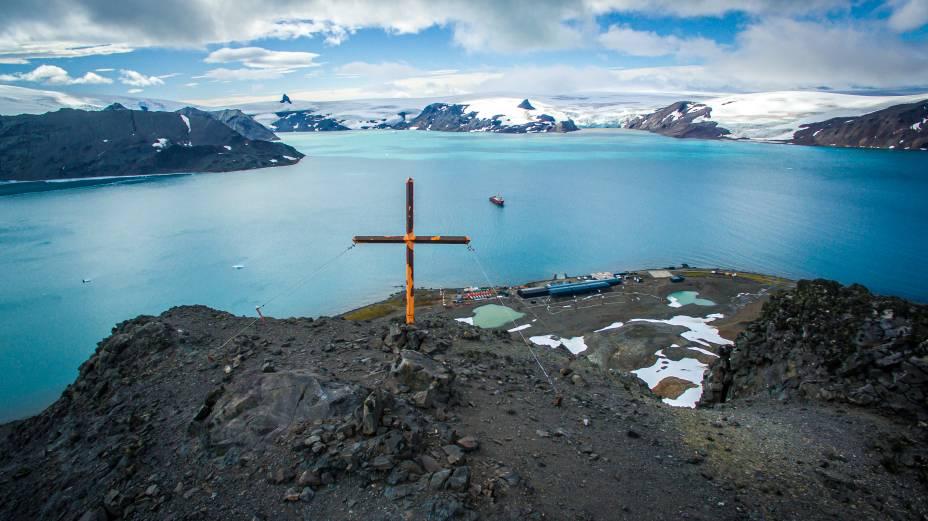 Morro da Cruz: um dos pontos mais altos da ilha foi sinalizado com uma cruz