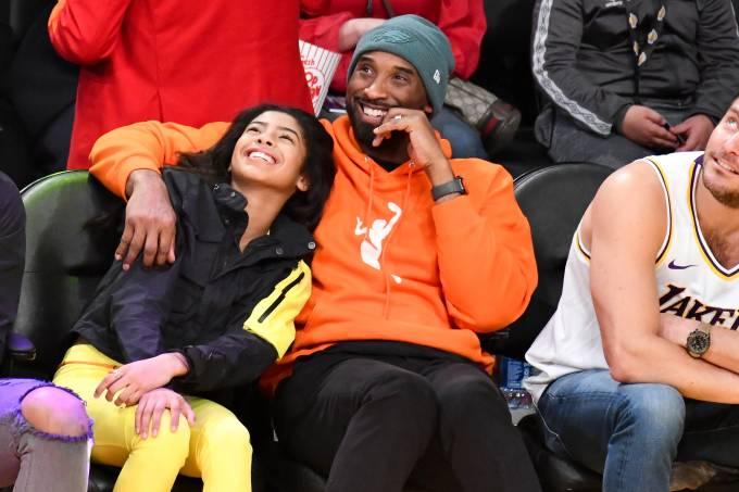 Kobe Bryant e a filha Gianna durante jogo da NBA