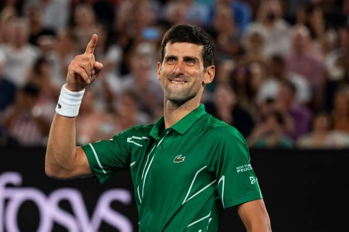 Novak Djokovic celebra vitória no 50º duelo contra Federer