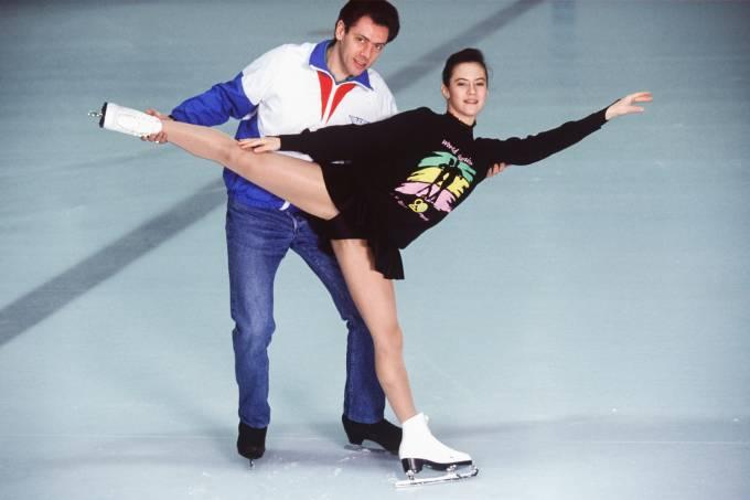 Treinador Gilles Beyer com uma de suas atletas, em 1992