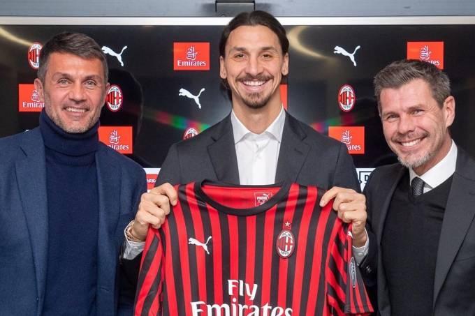Ibrahimovic entre os ex-jogadores e hoje dirigentes Paolo Maldini e Boban