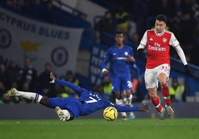 O atacante brasileiro Gabriel Martinelli, do Arsenal, aproveitou o escorregão de Kanté, do Chelsea