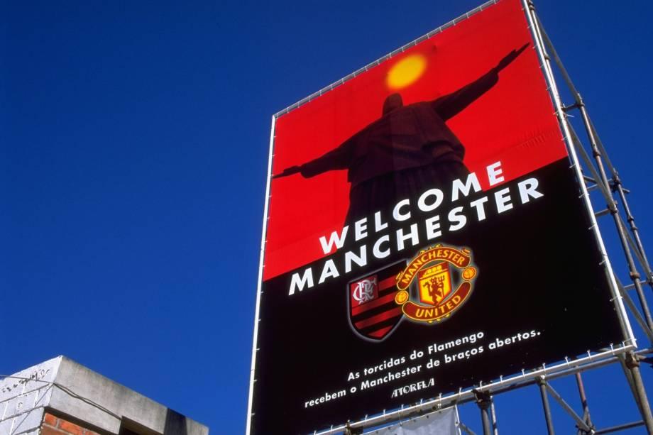 Um enorme outdoor pago por flamenguistas saudava o Manchester United bem em frente ao Maracanã. O time inglês chegou a treinar no CT do rubro-negro durante o Mundial de Clubes da Fifa em 2000