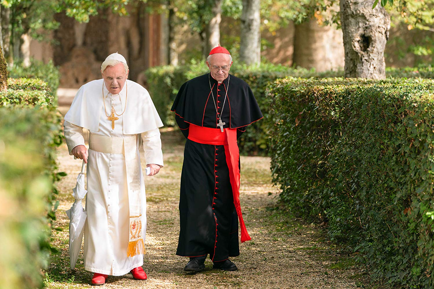 Anthony Hopkins e Jonathan Pryce interpretam Bento XVI e Francisco, respectivamente