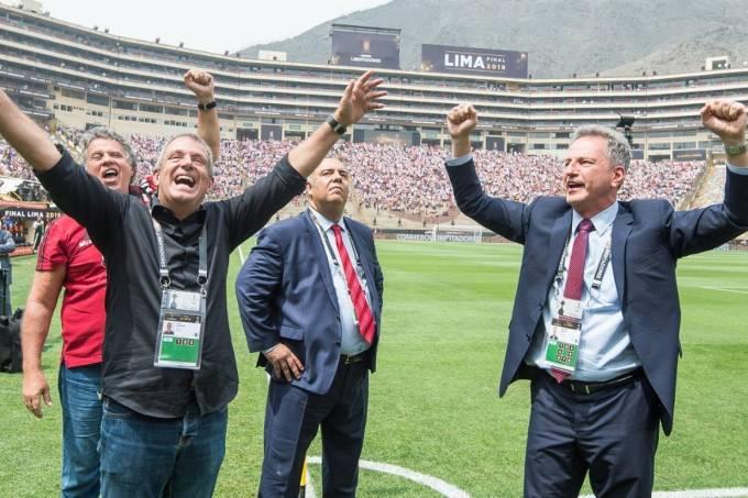 Gustavo Oliveira, BAP, Marcos Braz e Rodolfo Landim, na festa do título da Libertadores em Lima