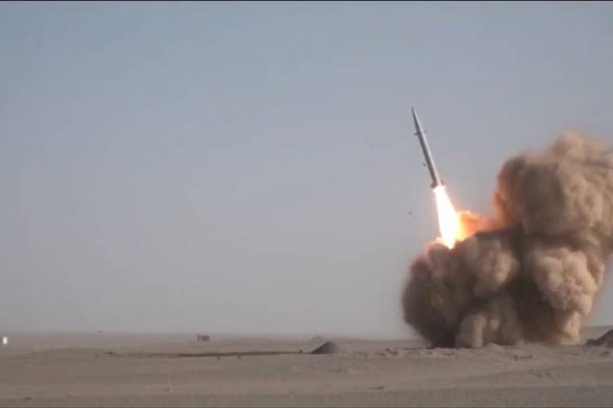 IRAN-ARMS-SATELLITE-ARMY-POLITICS