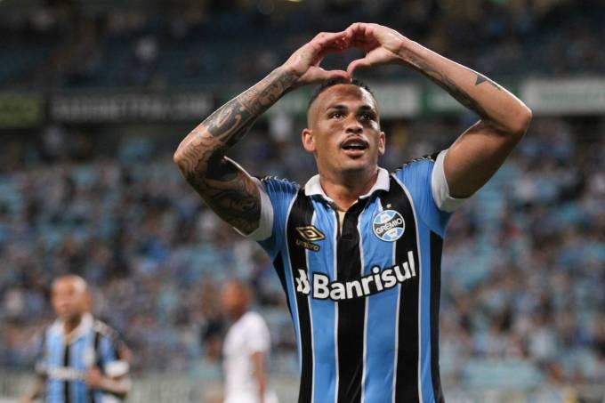Luciano, do Grêmio, comemora seu gol