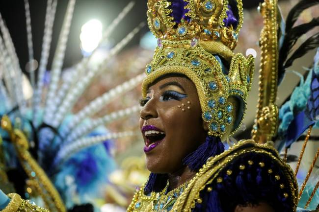 Membro da Vila Isabel desfila no segundo dia do Carnaval na Sapucaí (24/02/2020)