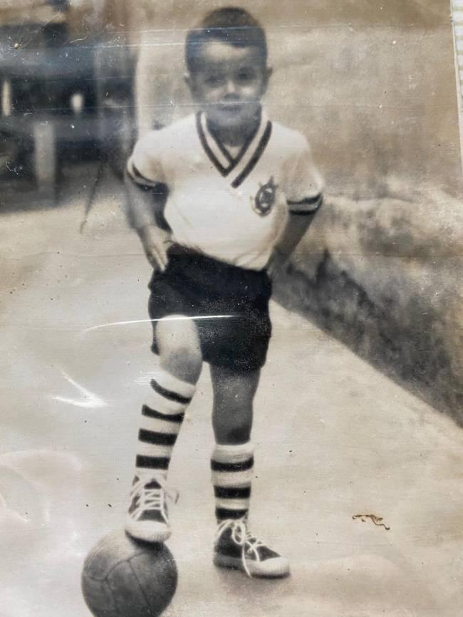 Biurrun, durante infância em São Paulo, com a camisa do Corinthians