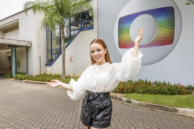 Larissa Manoela é contratada pela Globo