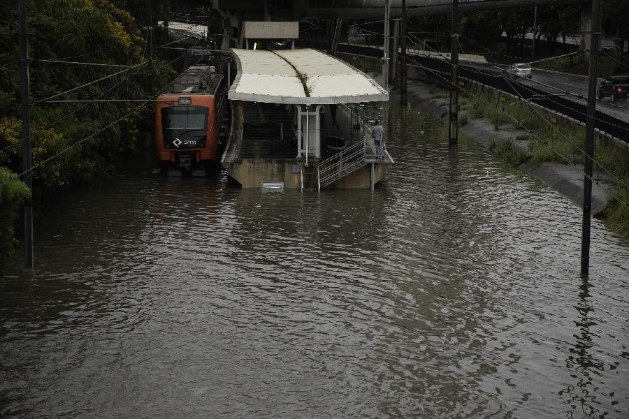 Estação linha esmeralda alagada após temporal que atingiu São Paulo - 10.02.20