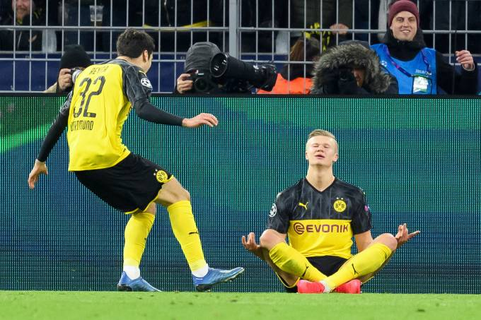 Borussia Dortmund v Paris Saint-Germain – UEFA Champions League Round of 16: First Leg