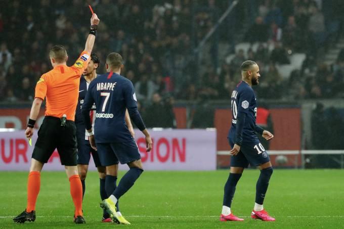 Neymar foi expulso na derrota para o Bordeaux