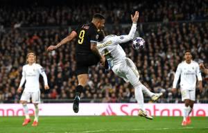 Gabriel Jesus, do City, marca contra o Real Madrid no Santiago Barnabéu