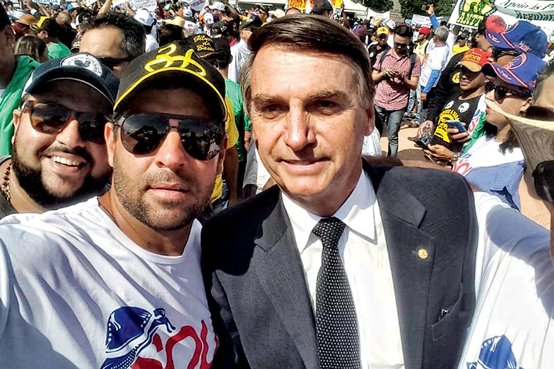 """REDE SOCIAL -Leandro, ao lado do presidente: """"Ele foi torturado dentro da própria casa. Por isso contou o que sabia"""""""