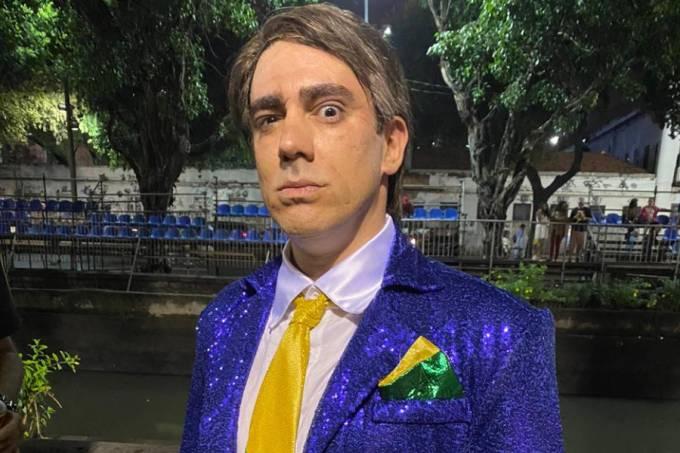 Marcelo Adnet caracterizado de Jair Bolsonaro para desfile da São Clemente (24/02/2020)
