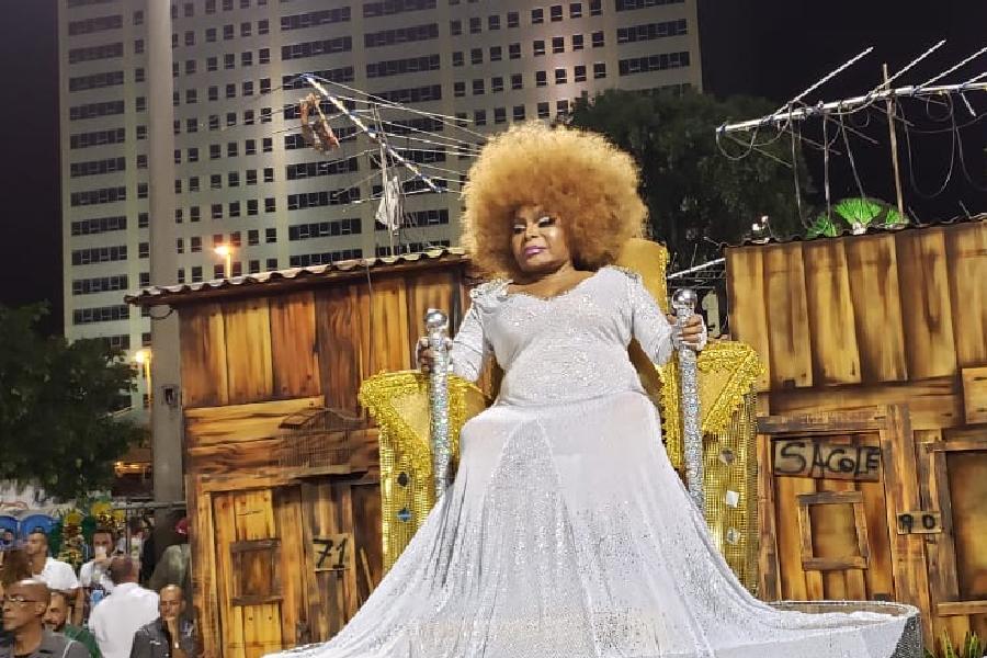 Elza Soares é homenageada da Mocidade e assistirá ao desfile em trono (25/02/2020)