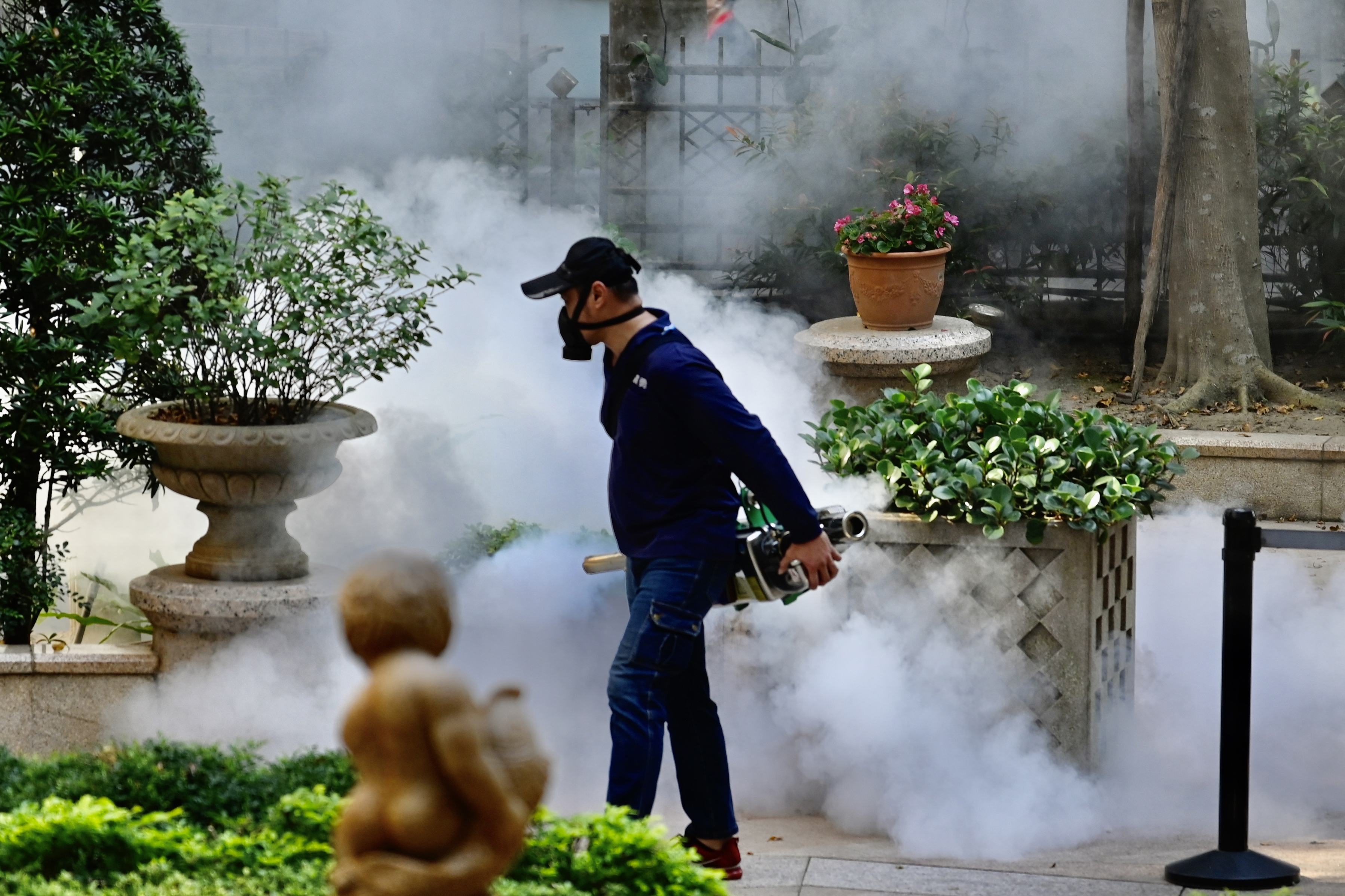 Desinfecção de área pública no distrito de Xindian, na Nova Taipei: 49 casos confirmados e uma morte - 09/03/2020