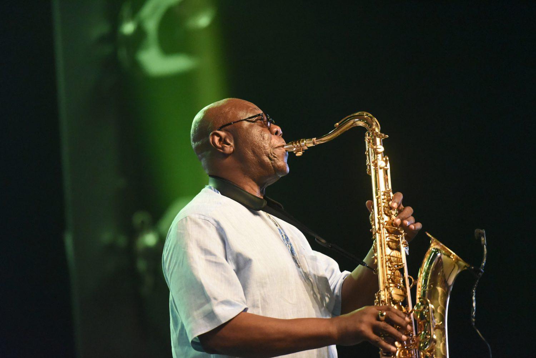 Manu Dibango, saxofonista, no Ivory Hotel Abidjan em 2018.