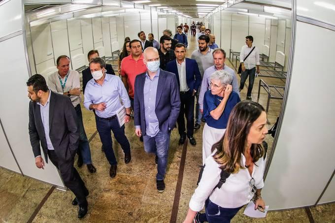 O Prefeito de São Paulo, Bruno Covas, visita as futuras instalações do Hospital de Campanha, no Complexo do Anhembi.