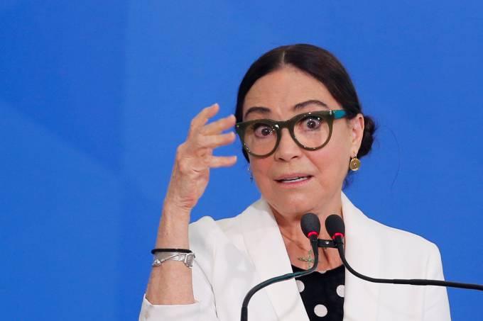 Regina Duarte toma posse como secretária da Cultura do governo Bolsonaro