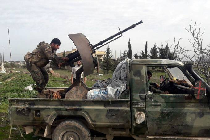 Soldados sírios no sul da província de Idlib