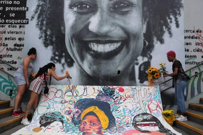 Mulheres homenageiam a vereadora e ativista Marielle Franco, marcando os dois anos de seu assassinato, em São Paulo (14/03/2020)