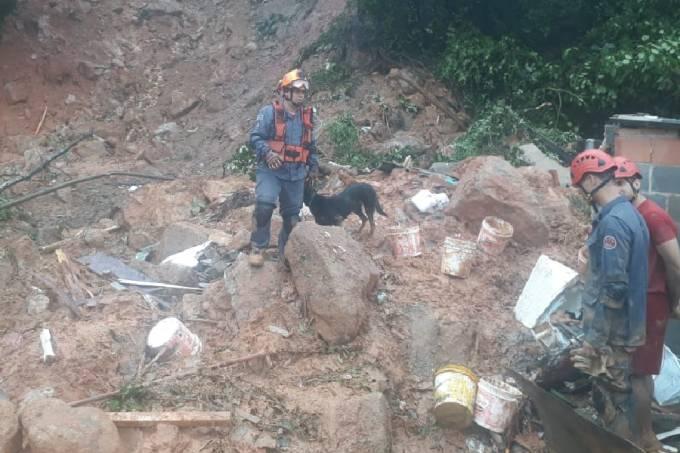 Bombeiros buscam pessoas desaparecidas na Baixada Santista