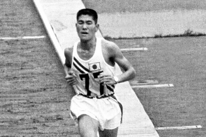 Kokichi Tsuburaya durante a maratona dos Jogos de Tóquio-1964