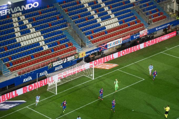 Eibar x Real Sociedad – estádio vazio por causa do coronavírus