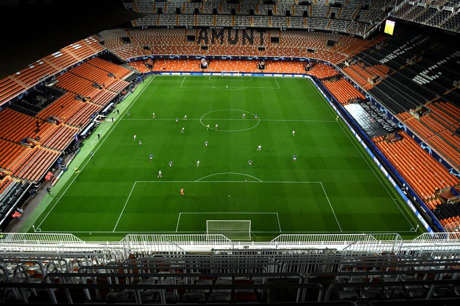Estádio vazio durante a partida da Liga dos Campeões entre Valencia e Atalanta, no Estádio Mestalla