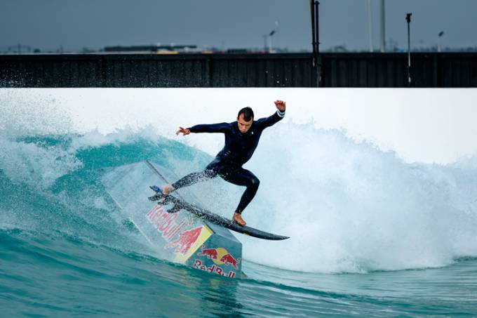 julian-wilson-wave-pool-surf-skate