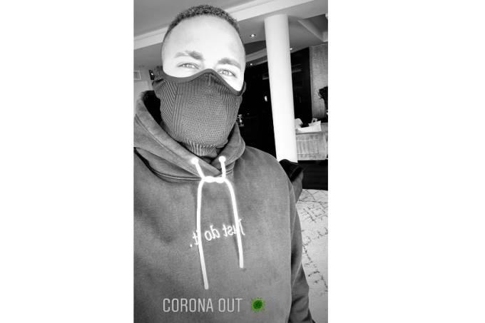 Neymar postou imagem de máscara