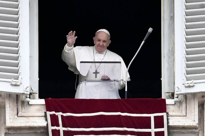 Papa Francisco faz primeira aparição no Vaticano