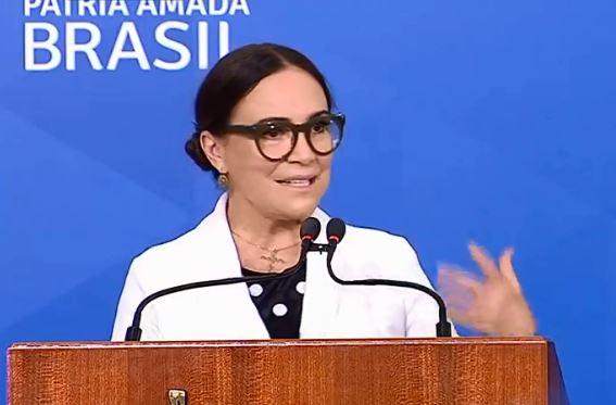 Regina Duarte toma posse na secretaria da Cultura
