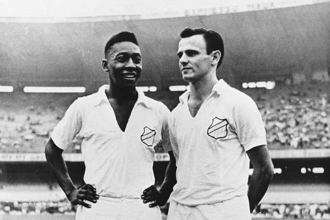 Pelé e Pepe, do Santos, no Maracanã