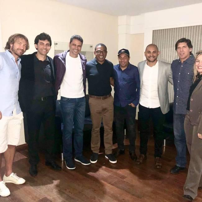 Lugano, Ricardo Berna, William Machado, Cesar Sampaio, Junior, Washington, Gottardo e Thais Picarte, durante reunião do Sindicato