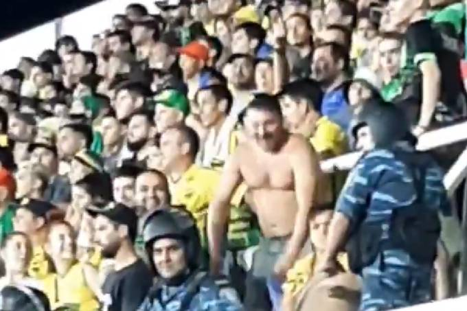 Torcedor faz gesto racista na Argentina