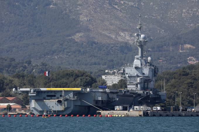Coronavirus spreads on French aircraft carrier Charles de Gaulle