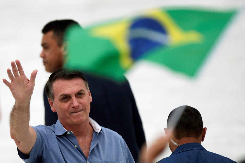 Eleições: Bolsonaro ainda lidera disputa para 2022, mas a maioria reprova  sua gestão | VEJA