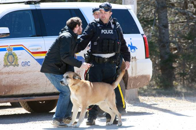 RCMP officers maintain roadblock in Portapique