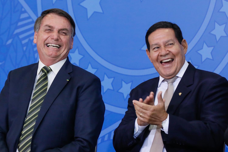 Moraes pede vista e adia julgamento de ações contra Bolsonaro no ...