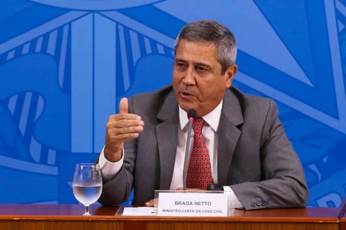 O ministro da Casa Civil, Braga Neto, durante coletiva de imprensa no Palácio do Planalto