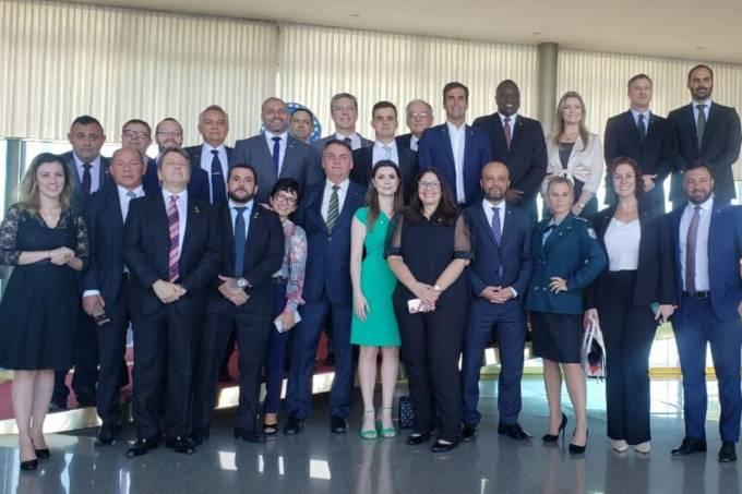 Bolsonaro se reúne com deputados aliados no Palácio da Alvorada