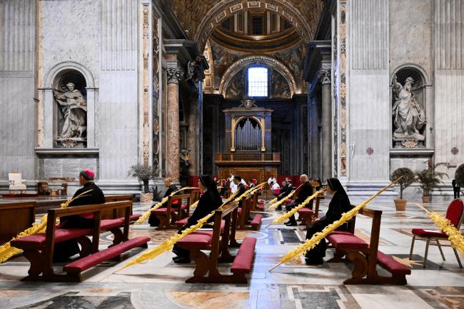 Catedral de São Pedro vazia em razão das restrições de saúde