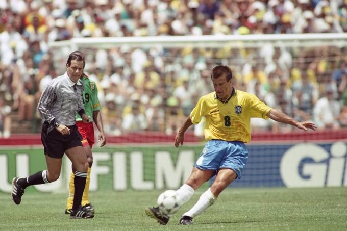 Dunga, do Brasil, no jogo contra Camarões, pela Copa do Mundo de 1994, no Estádi_1