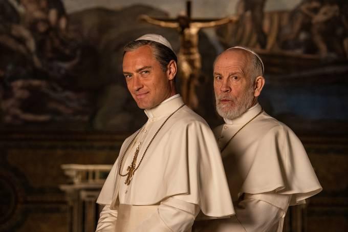 FOX Premium – The New Pope – Jude Law y John Malkovich – Photo by Gianni Fiorito (3)