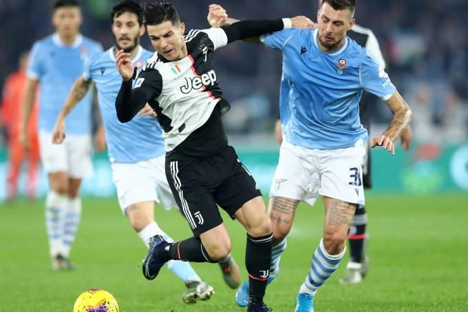 Na Itália, Juventus e Lazio brigavam, cabeça a cabeça, pelo 'scudetto'