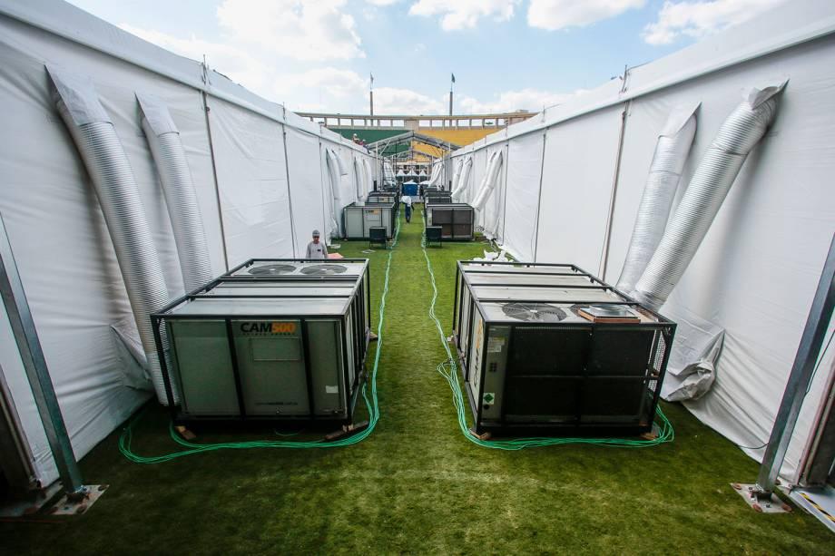 Geradores do hospital de campanha improvisado montado no Estádio do Pacaembu para pacientes com coronavírus
